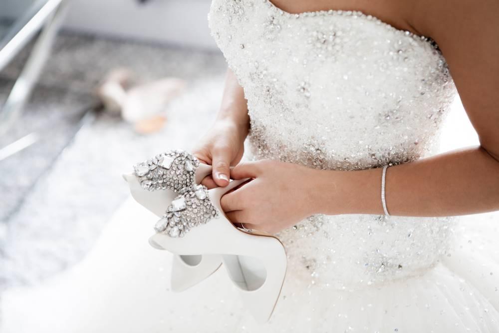 Het Aanpassen Van De Bruidsjurk